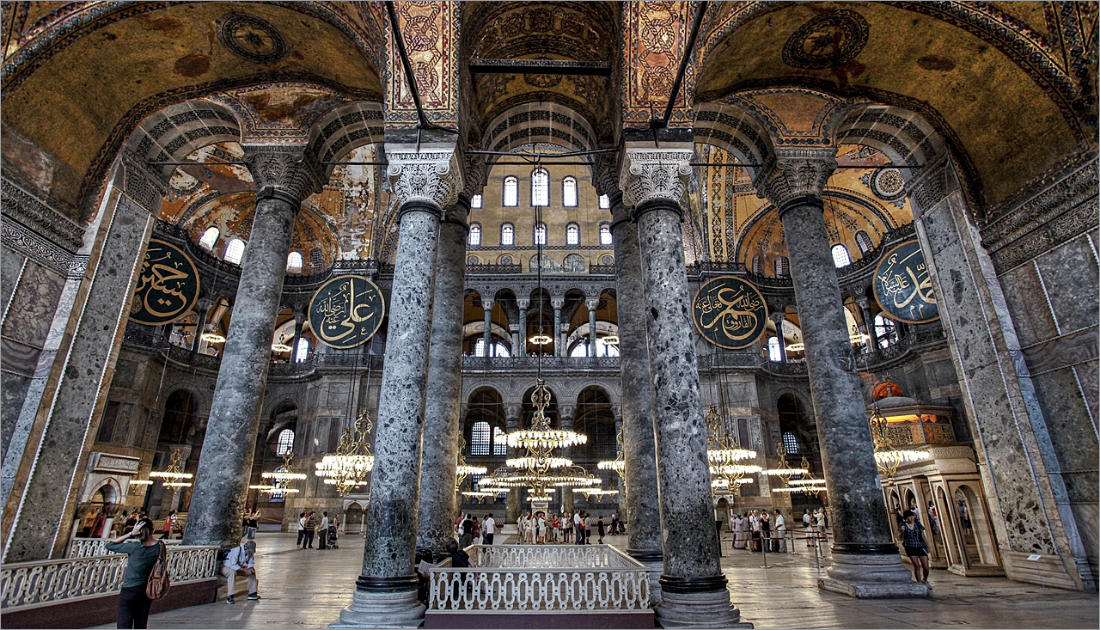 104 columns, 40 in the lower and 64 in the upper gallery completes the overall look of the building Hagia Sophia.