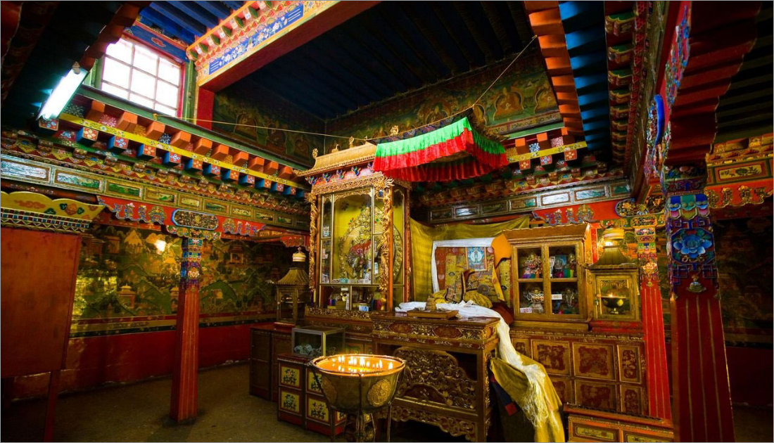 698 murals posted on the walls explaining the Tibetan history